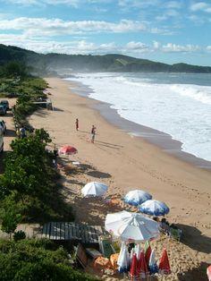 Mariscal Beach, Santa Catarina, Brazil.    me acuerdo de ver esta playa arriba de un cerro y fue una de las imagenes mas hermosas de mi vida