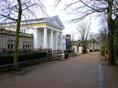 New Walk Museum-        Leicester's oldest museum.