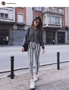 winter outfits women 48 Perfect Winter Outfit Ideas During winter months, everyone tries to bundle up in bulky clothing in an effort to keep toasty. Fashion Mode, Cute Fashion, Look Fashion, Womens Fashion, Fashion Spring, Feminine Fashion, Fashion Ideas, Fashion Black, 80s Fashion