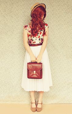 Cute spring look! White skirt and floral top. Doesn't this remind you of Jane Bennet? @Amy Lyons