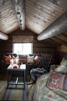Keltainen talo rannalla: Rustiikkia ja makuuhuoneen muutos Home Goods, Homes, Houses, Home, Computer Case