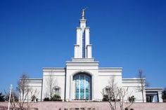 Browse a photograph gallery of beautiful images captured of the San Antonio Texas Temple of The Church of Jesus Christ of Latter-day Saints. Mormon Temples, Lds Temples, Interesting Buildings, Beautiful Buildings, San Antonio, Lds Temple Pictures, Lds Mission, Picture Arrangements, Latter Day Saints