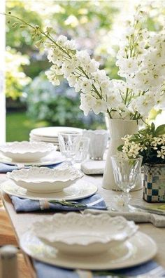Tablescape in white. Pretty...fresh summer dining