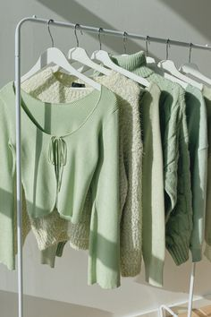 Mint Green Aesthetic, Aesthetic Colors, Aesthetic Vintage, Aesthetic Clothes, Green Theme, Green Colors, Colours, Verde Vintage, Sage Green Walls