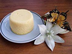 Pastelitos de queso express en microondas.   500 gramos de queso batido 0% o de yogur griego 0%  2 cucharadas soperas de maizena (40 gramos)  3 huevos  edulcorante al gusto, 1 o 2 cucharadas soperas  una pizca de sal. 7 minutos microondas en moldes silicona.