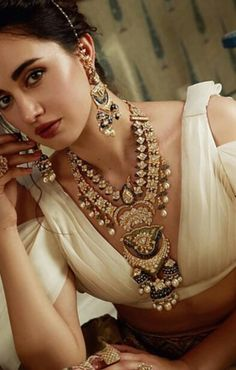 Indian Jewelry Sets, Indian Wedding Jewelry, India Jewelry, Indian Bridal, Fancy Jewellery, Bridal Jewellery, Pearl Necklace Designs, Kundan Set, Wedding Guest Style