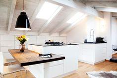 Küche mit Dachschräge