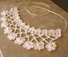Collar    From sidneyartesanato.blogspot.com.br