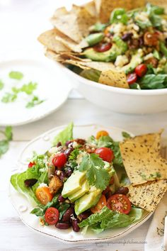 Yummy Mummy Kitchen: Viva La Fiesta Vegetarian Taco Salad This healthy vegetarian taco salad is so delicious and makes an easy summer dinner. Vegetarian Taco Salad, Vegetarian Recipes, Healthy Recipes, Healthy Food, Salad Recipes, Taco Salat, Easy Summer Dinners, Cooking Tips, Cooking Recipes