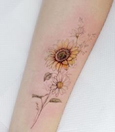 Uploaded by Find images and videos about art, tattoo and flower on We Heart It - the app to get lost in what you love. Simbolos Tattoo, Smal Tattoo, Stomach Tattoos, Sister Tattoos, Ankle Tattoo, Sunflower Tattoo Small, Sunflower Tattoos, Sunflower Tattoo Design, Flower Tattoo Designs