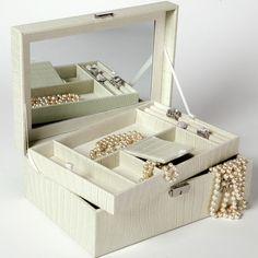 Ranger ses accessoires dans une boite bijoux musicale