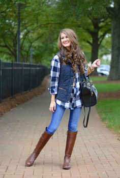 That Stylish Girl : Street Style Puffer Vest & Plaid Shirt Fall Winter Outfits, Autumn Winter Fashion, Brown Boots Outfit Winter, Winter Style, Winter Boots, Mode Outfits, Casual Outfits, Simple Outfits, Vest Outfits For Women