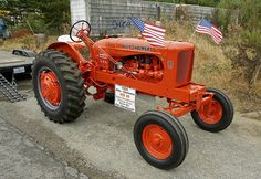 Old farm tractor owned and restored by Jim Dornbusch of Brookings, Oregon, as seen at Port Orford's 2008 July Jubilee. Antique Tractors, Vintage Tractors, Old Tractors, Tractor Machine, Best Lawn Mower, Allis Chalmers Tractors, International Harvester, Old Farm, Chevy Trucks
