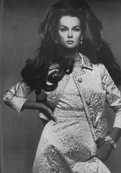 Jean Shrimpton, photo by Richard Avedon, Vogue, 1967