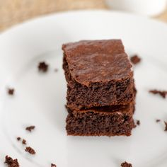 Easy Paleo Brownie recipe in food processor. No bowls needed — they are in the oven in 5 minutes. #glutenfree #paleo