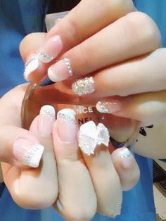 Charming lace bride nail