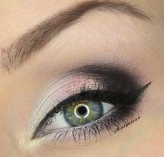 This is a pretty and understated smokey eye.
