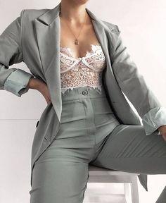 Elegantes Business Outfit, Elegantes Outfit, Suit Fashion, Look Fashion, Fashion Outfits, Trendy Fashion, Prom Outfits, Mode Outfits, Graduation Outfits