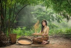 Young woman farmer by Chanwit Whanset / Fairy Photoshoot, Indian Photoshoot, Beautiful Asian Girls, Beautiful Children, Amazing Photography, Portrait Photography, Village Photography, Cool Pictures, Beautiful Pictures