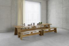 Dining table FAYLAND and bench FAWLEY by David Chipperfield in solid European oak. / #e15 #solidwood #concrete