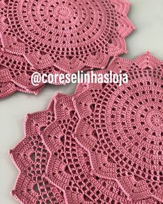 No photo description available. Crochet Mat, Crochet Mandala, Thread Crochet, Filet Crochet, Crochet Stitches, Crochet Placemats, Crochet Doilies, Crochet Flowers, Crochet Decoration