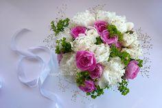 Много пионов и нежные розы, как это принято в мае в Ростове-на-Дону:)