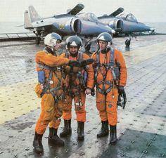 war is only for stupids, but. - Soviet pilots in front of two Yak. Air Force Aircraft, Fighter Aircraft, Luftwaffe, Fighter Pilot, Fighter Jets, Jeep Sport, Helicopter Pilots, Russian Air Force, Naval
