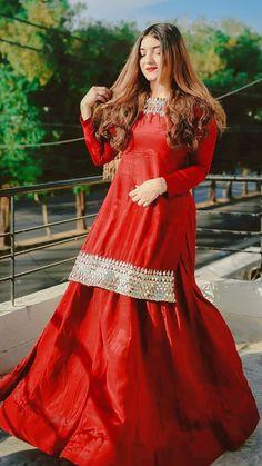 Asian Wedding Dress Pakistani, Beautiful Pakistani Dresses, Pakistani Formal Dresses, Pakistani Fashion Party Wear, Pakistani Dress Design, Stylish Dresses For Girls, Wedding Dresses For Girls, Dresses For Work, Fancy Dress Design