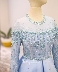 Ideas for fashion hijab dress gowns lace Kebaya Lace, Kebaya Hijab, Kebaya Dress, Hijab Dress, Kebaya Muslim, Swag Dress, Embroidery Fashion, Embroidery Dress, Beaded Embroidery