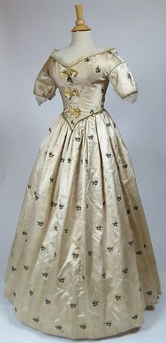 Spitalfields Silk Brocade c.1780 Gown Construction 1840's, Portraits 1840 & 1930 | eBay