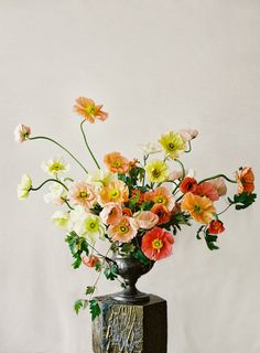Arrangement by Sarah Winward of Honey of a Thousand Flowers Photography by Leo Patrone, FLORAL CONTEMPORARY: The Renaissance of Flower Design by Olivier Dupon, published by Thames & Hudson Ikebana, Fresh Flowers, Beautiful Flowers, Autumn Flowers, Poppy Flowers, Red Poppies, Yellow Flowers, Colorful Flowers, Spring Flowers