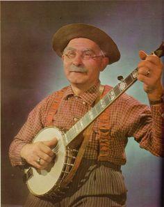 Grandpa Jones with his banjo Old Country Music, Country Music Artists, Country Music Stars, Country Singers, Grandpa Jones, Musica Country, Mountain Music, Bluegrass Music, Folk Music