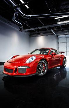 Porsche 911 GT3 - Todo esportivo fica bem de vermelho.