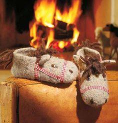 Knitting Patterns Slippers Cute horse slippers wash + felt-it! Crochet Socks, Knitted Slippers, Knit Crochet, Kids Patterns, Knitting Patterns, Crochet Patterns, Sewing Kids Clothes, Sewing For Kids, Baby Barn