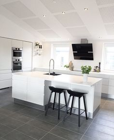Pin on interior Kitchen Room Design, Home Decor Kitchen, Kitchen Interior, Elegant Kitchens, Luxury Kitchens, Home Kitchens, Hidden Kitchen, Open Plan Kitchen, Kitchen Cabinets Color Combination