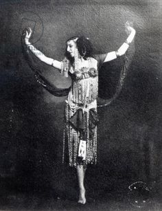 Russian ballerina, actress, and muse Ida Rubinstein (1885-1960) in costume for her 1908 debut role as the title character for a single private performance of Oscar Wilde's 'Salomé', in which she stripped nude in the course of the Dance of the Seven Veils.