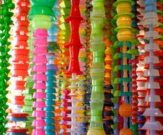 plastic waste art / just plan different ! Waste Art, Diy And Crafts, Arts And Crafts, Recycled Art Projects, Bottle Cap Art, Plastic Art, Art Store, Environmental Art, Art Plastique