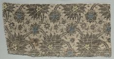 Silk Fragment, 1350-1399 Italy, second half of 14th century lampas weave, silk and gold thread, Overall - h:20.00 w:40.50 cm (h:7 13/16 w:15 15/16 inches).