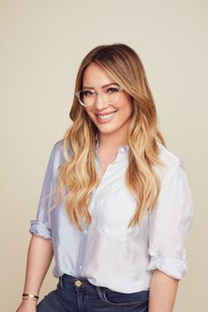 Mood: Captivating, poised, prominent -The Muse x Hilary Duff Eva is a bold style with striking features. Crafted from premium acetate, its keyhole bridge, classic wingtips and sleek arms seamlessly mix modern and vintage. Hillary Duff Hair, Hilary Duff, Haylie Duff, Bold Fashion, Fashion Beauty, Blonde Women, The Duff, Hair Today, Cut And Style