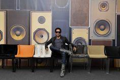chaises Kartell Starck Mademoiselle édition Kravitz habillées par Lenny Kravitz