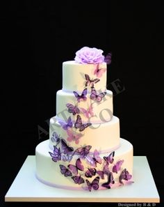 Another great wedding cake from Berko, a parisian boutique that enables you to… Purple Butterfly Cake, Butterfly Wedding Cake, Butterfly Birthday Cakes, Butterfly Cakes, Wedding Flowers, Beautiful Cake Designs, Beautiful Wedding Cakes, Beautiful Cakes, Big Cakes