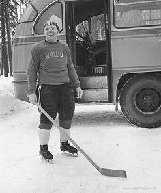 """Капитан хоккейной команды космонавтов """"Наши"""" 1963 год."""