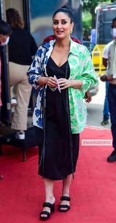 Kareena Kapoor Bikini, Kareena Kapoor Pics, Classic House Exterior, Most Beautiful Indian Actress, Bollywood Actress, Indian Actresses, Queens, Kimono Top, Number