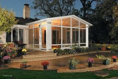 A stunning sunroom.  So would like to have this one day. *sigh*