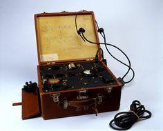 suitcase radio Circa 1944-1945, OSS