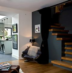 Wood stairs in contrast with black Stairway Walls, Wood Stairs, Stair Railing, Bi Level Homes, Master Bathroom Layout, Black Rooms, Modern Craftsman, Minimalist Architecture, Foyer Decorating
