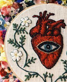 ☁️Anatomical heart w/beaded eye☁️