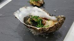 Huître Ostra Regal, caviar, échalotes émincées et ciboulette