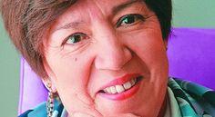 Nubia Muñoz, La Microbiologa -- tomada por Johana Toro.  Sin ser la inventora de una vacuna que puede estar salvando de la muerte a tres mil colombianas al año, sus investigaciones científicas y trabajo de campo fueron claves para lograrla. Médica patóloga y epidemióloga, la caleña Nubia Muñoz ha dedicado unos cincuenta años de su vida a encontrar la causa de varios tipos de cáncer y proponer estrategias de prevención.