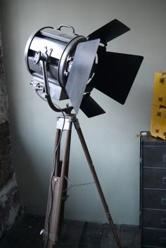 Ancien projecteur cinema hollywood Richardson an 50/60 trepied bois